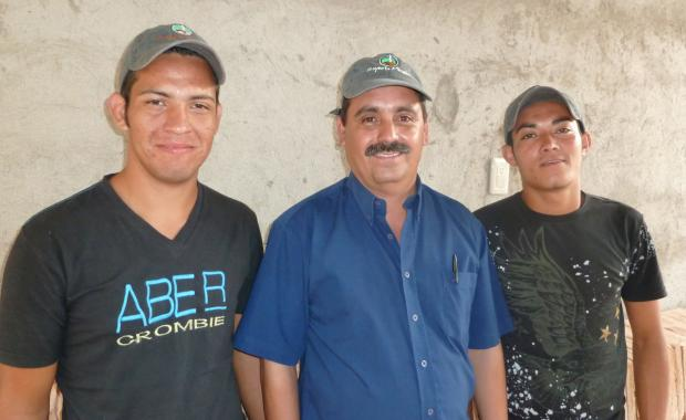 Ejecutor Eugenio, an entrepreneur who builds stoves for Proyecto Mirador, and his team