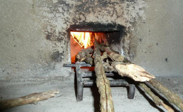 This is the amount of wood needed to cook a meal with a Dos por Tres stove.